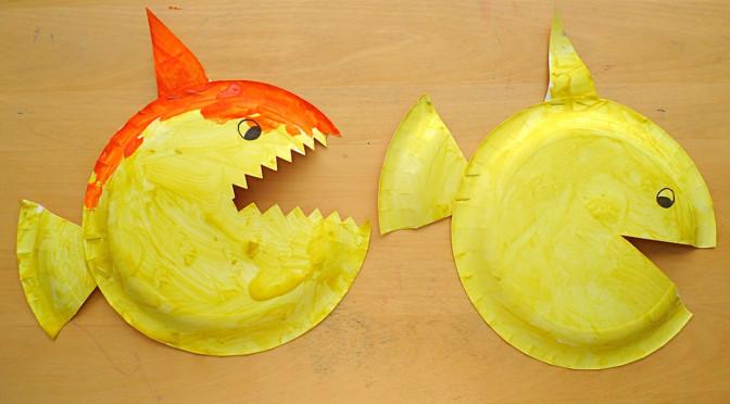 Рыбки из пластиковых тарелок