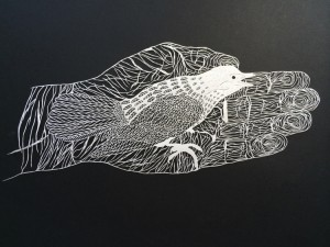 Папер арт. Птица на ладони вырезанная из бумаги
