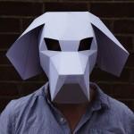 Человек в маске собаки
