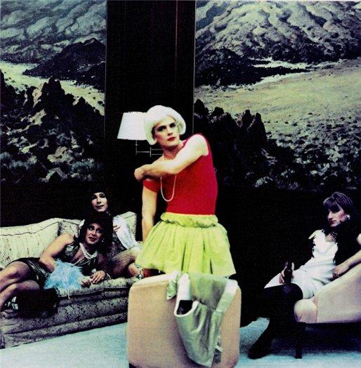 Участники группы Depeche Mode переодетые в женские платья